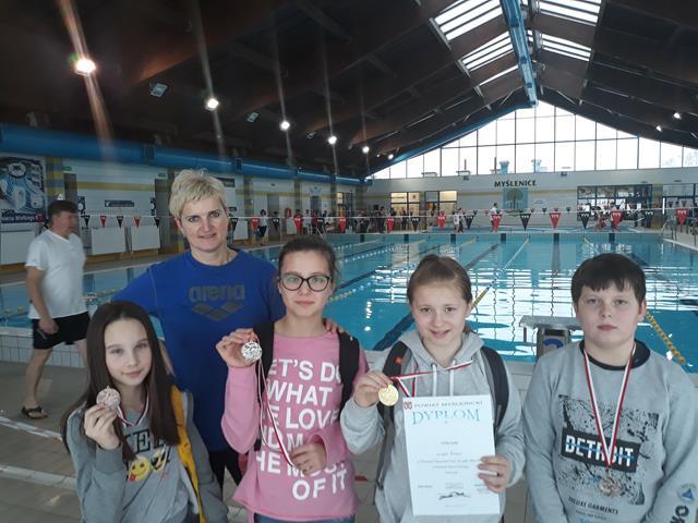 Sukcesy pływackie uczniów ze Szkoły Podstawowej nr 1 w Dobczycach