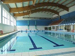 Wyjazdy klas czwartych na basen w ramach zajęć wychowania fizycznego