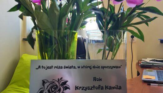 Tablica poświęcona K.K.Baczyńskiemu